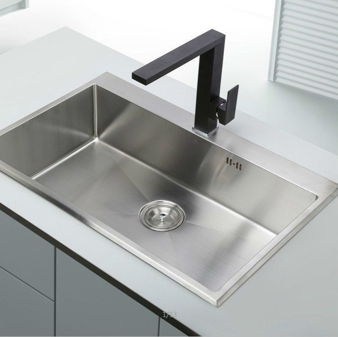 Single Lever Swivel Black Color Kitchen Tap pictures & photos