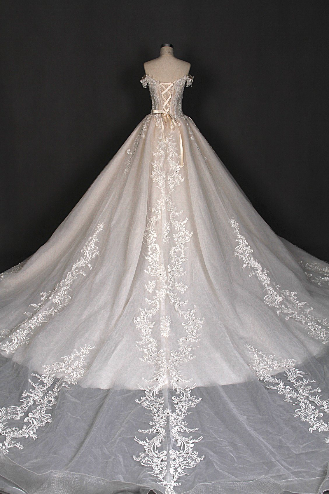 China Hot Sale Heavy Beading Big Ball Wedding Dress Bridal Gown ...