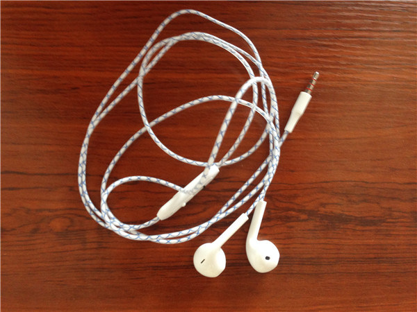 White Stereo Earphone with Mic for Mobile Phone Headset Supplier pictures & photos