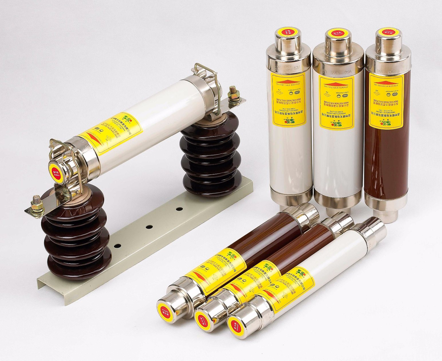 S Series Plug-in Type 7.2kv 8-160AMP Ceramic Fuses for Transformer Protection pictures & photos