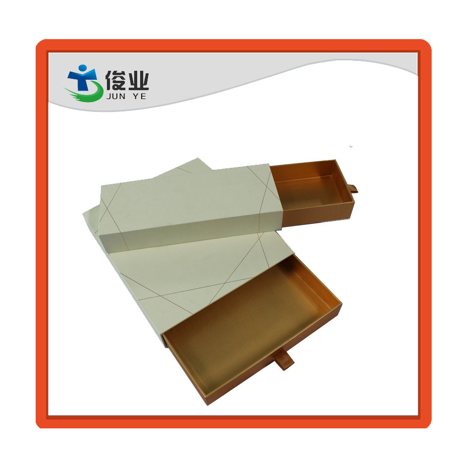 Full Size Custom Color Box Printing Cardboard Packaging Box with Ribbon Handle pictures & photos