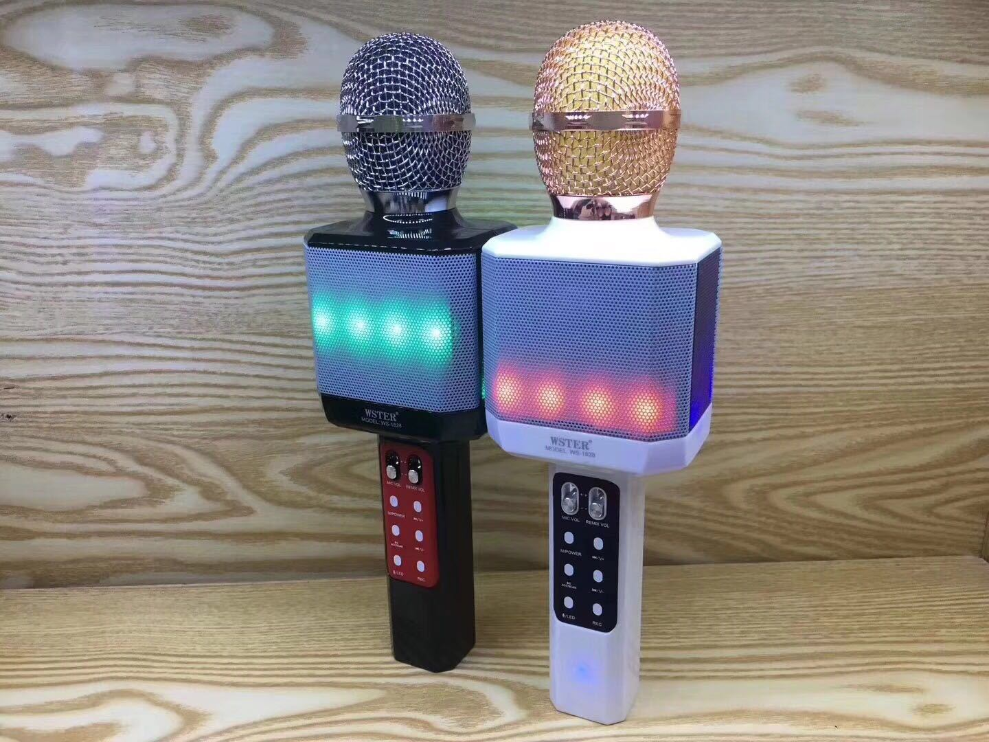 China New LED Lamp Wireless Microphone Bluetooth K Sing Song Karaoke