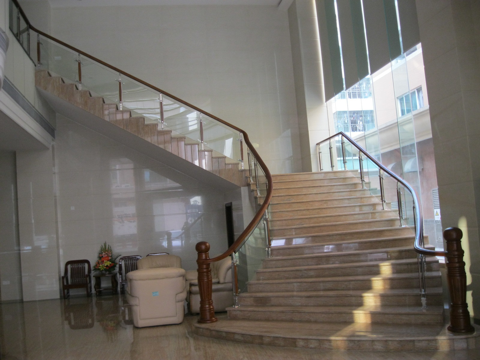 Stainless Steel Straight Stairs With Tempered Glass Stair Treads With Steel  Beam Stringer