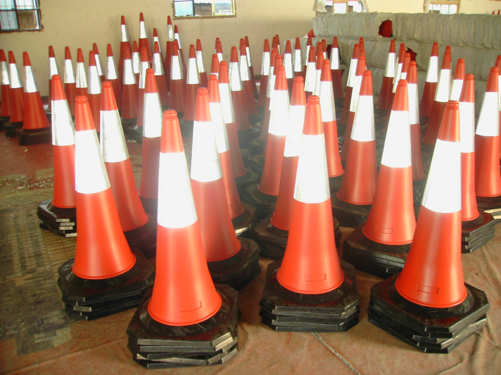 Full Fluorescent Red Road Marking Cones with Colored Reflective Tapes pictures & photos