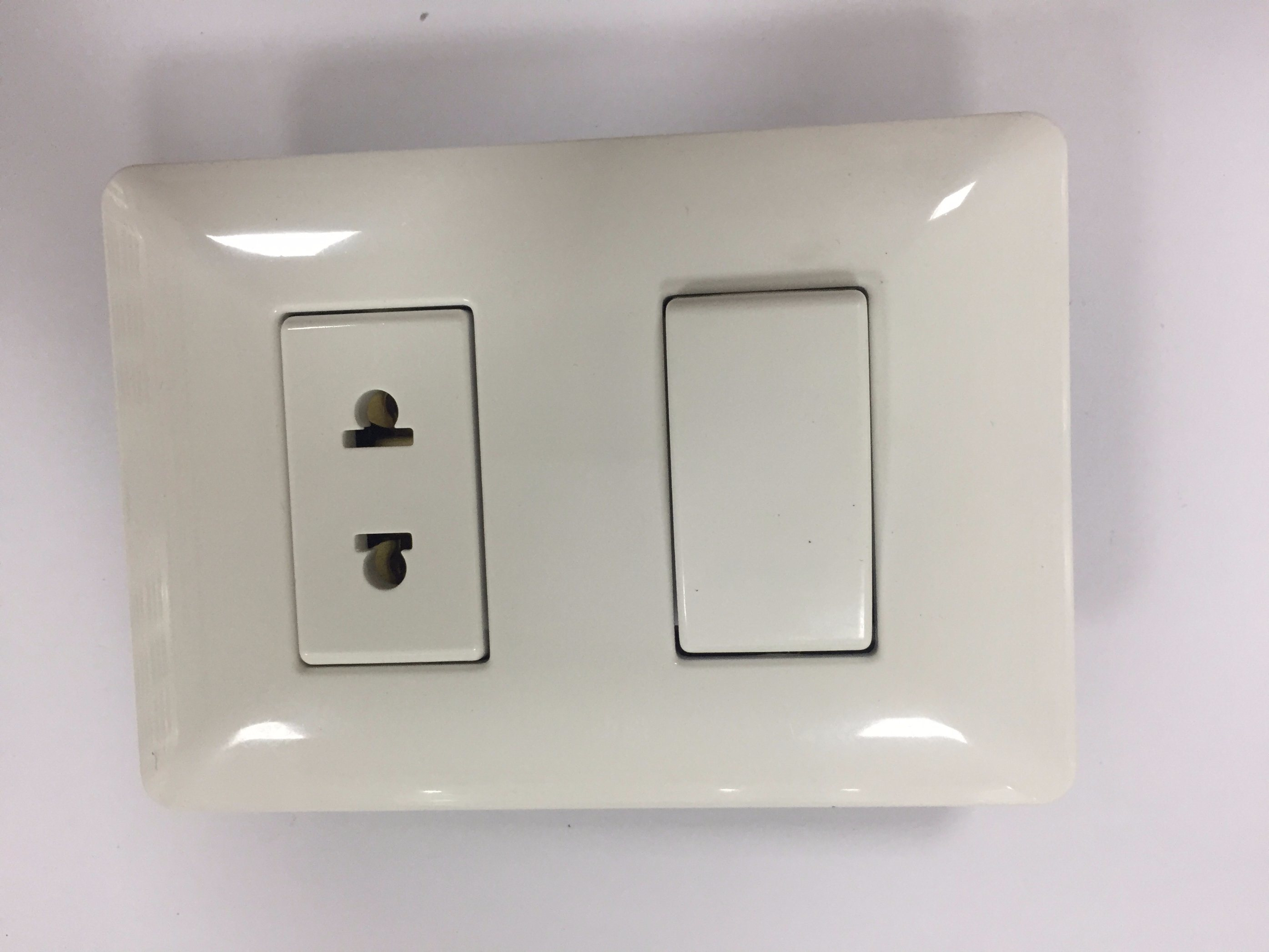 China Latin American Standard Electrical Wall Switch Electric Socket ...