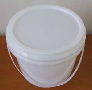 China Food Grade White Round Plastic Bucket Buckets With Lids Comfortable Handle