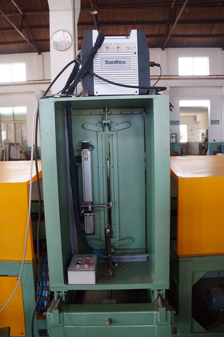 Corrugated Fin Welding Machine for Making Corrugated Tank (1300x400) pictures & photos