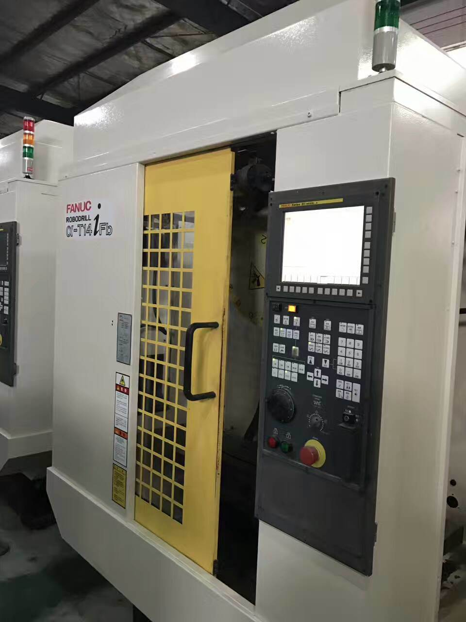 Japanese Made Second Hand CNC Vertical Milling Machine (Fanuc)