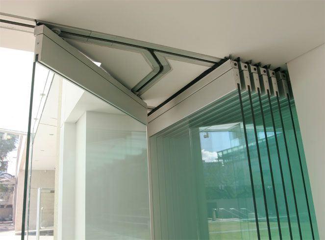 China Tempered Glass Frameless Glass Sliding Stacking Door Photos