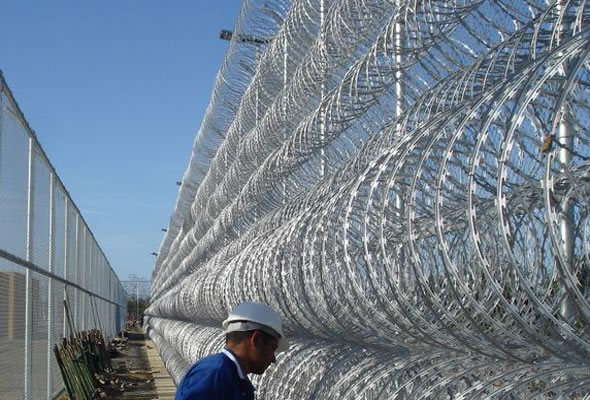 Security Protected Razor Barbed Wire (BTO-28) pictures & photos