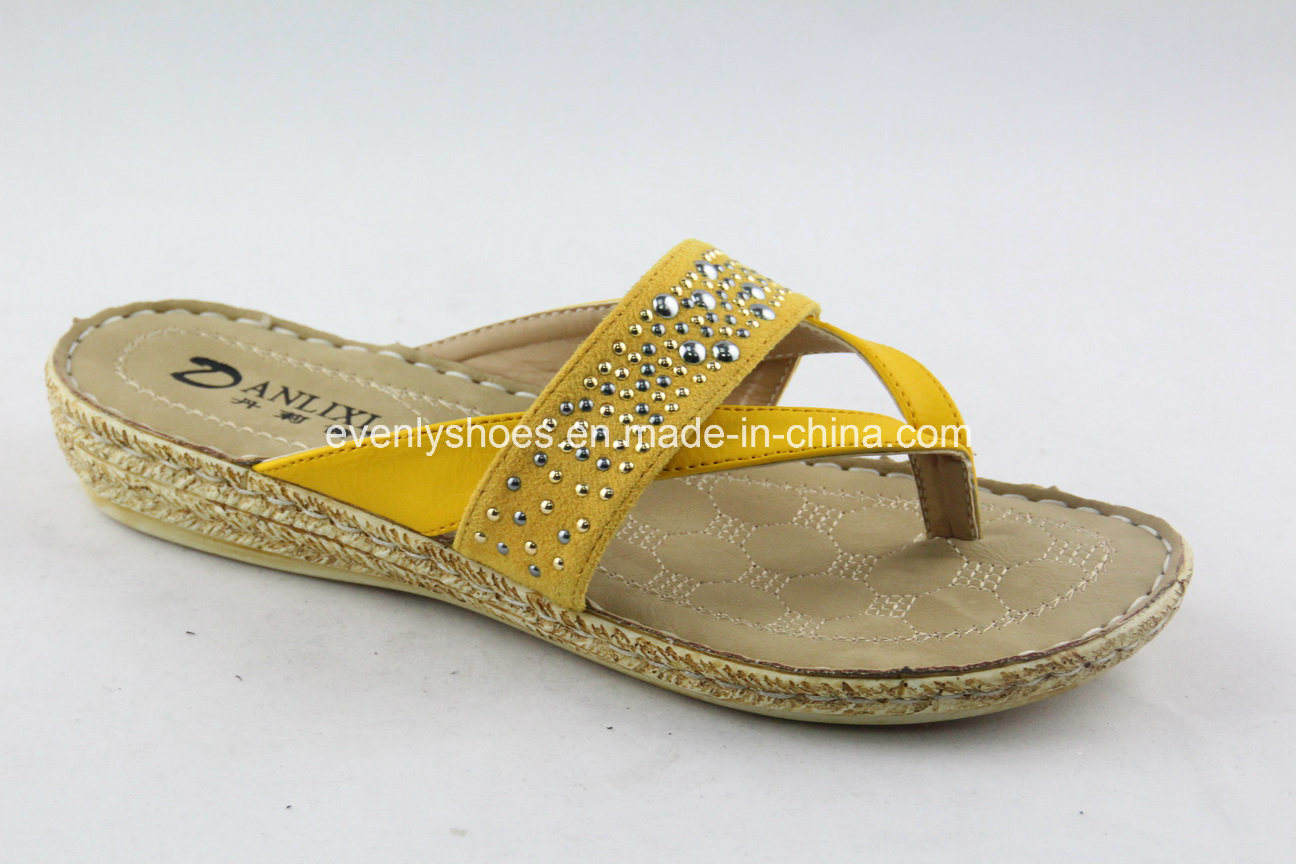 High Quality Women′s Flip Flops with Metal Scraps Decortaion