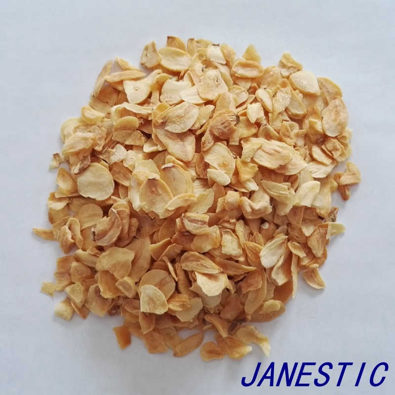 Dehydrated Garlic Flakes with Roots pictures & photos