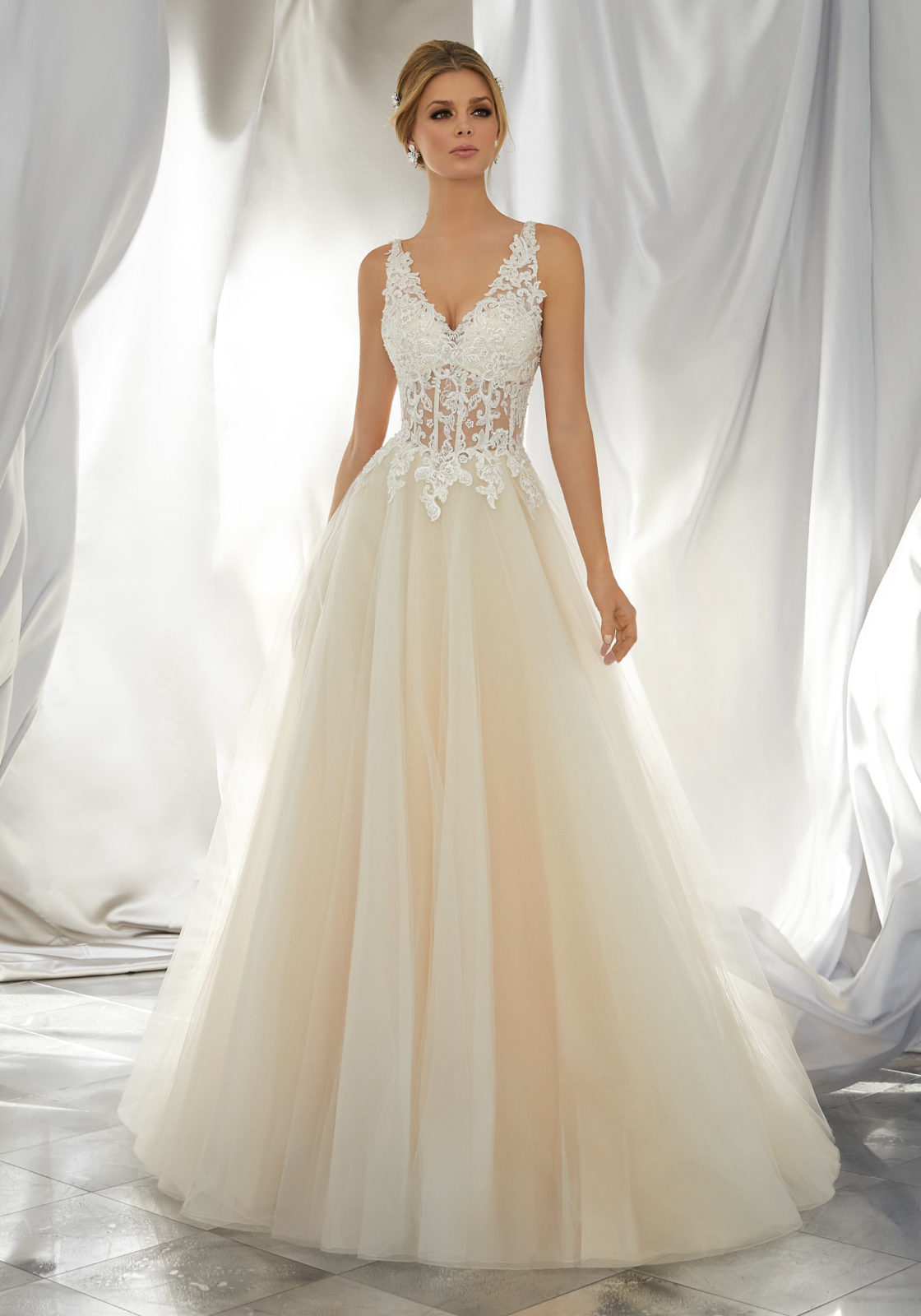 China V-Neck Bridal Dress A-Line Beach Garden Wedding Gown W1949 - China Wedding  Dress 8b66bca99