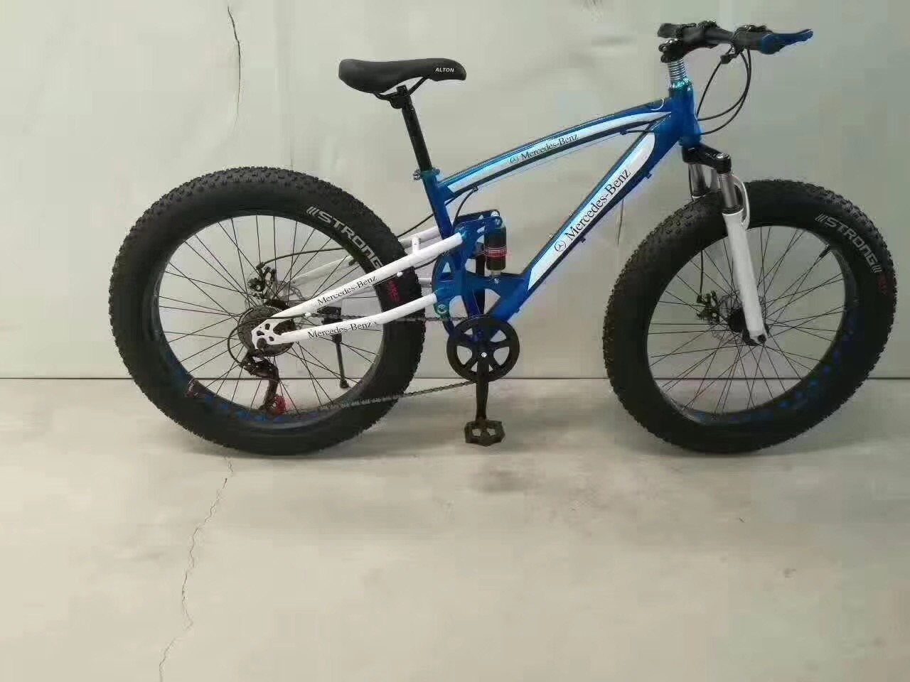 "20"" Fat Tire 4.0 Tyre Bicycle, Wide Tire Mountain Bicycle, MTB Sport Bicycle pictures & photos"