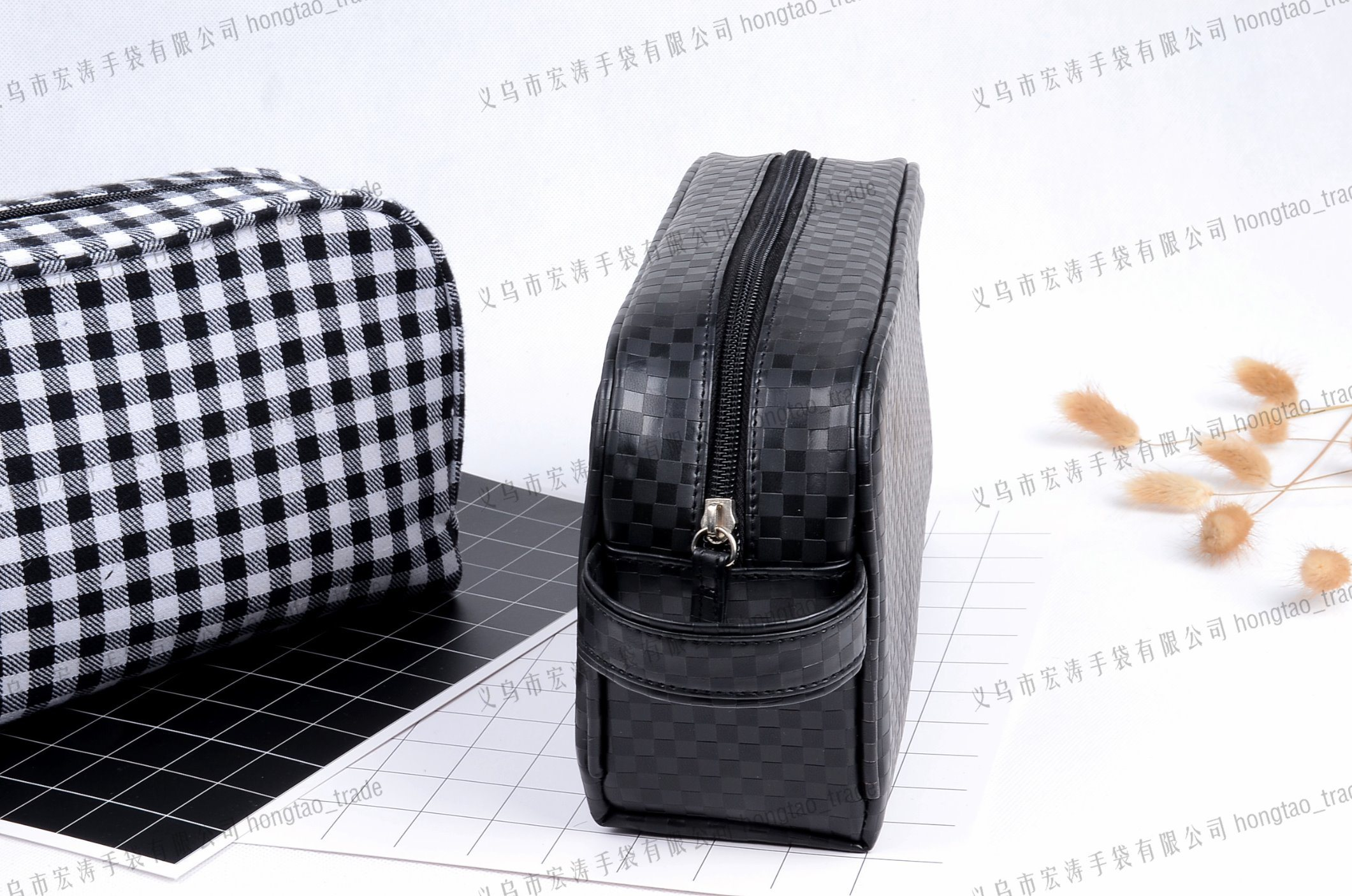 Plaid PU and Calico with Inner Bag Hotel Portable Cosmetic pictures & photos