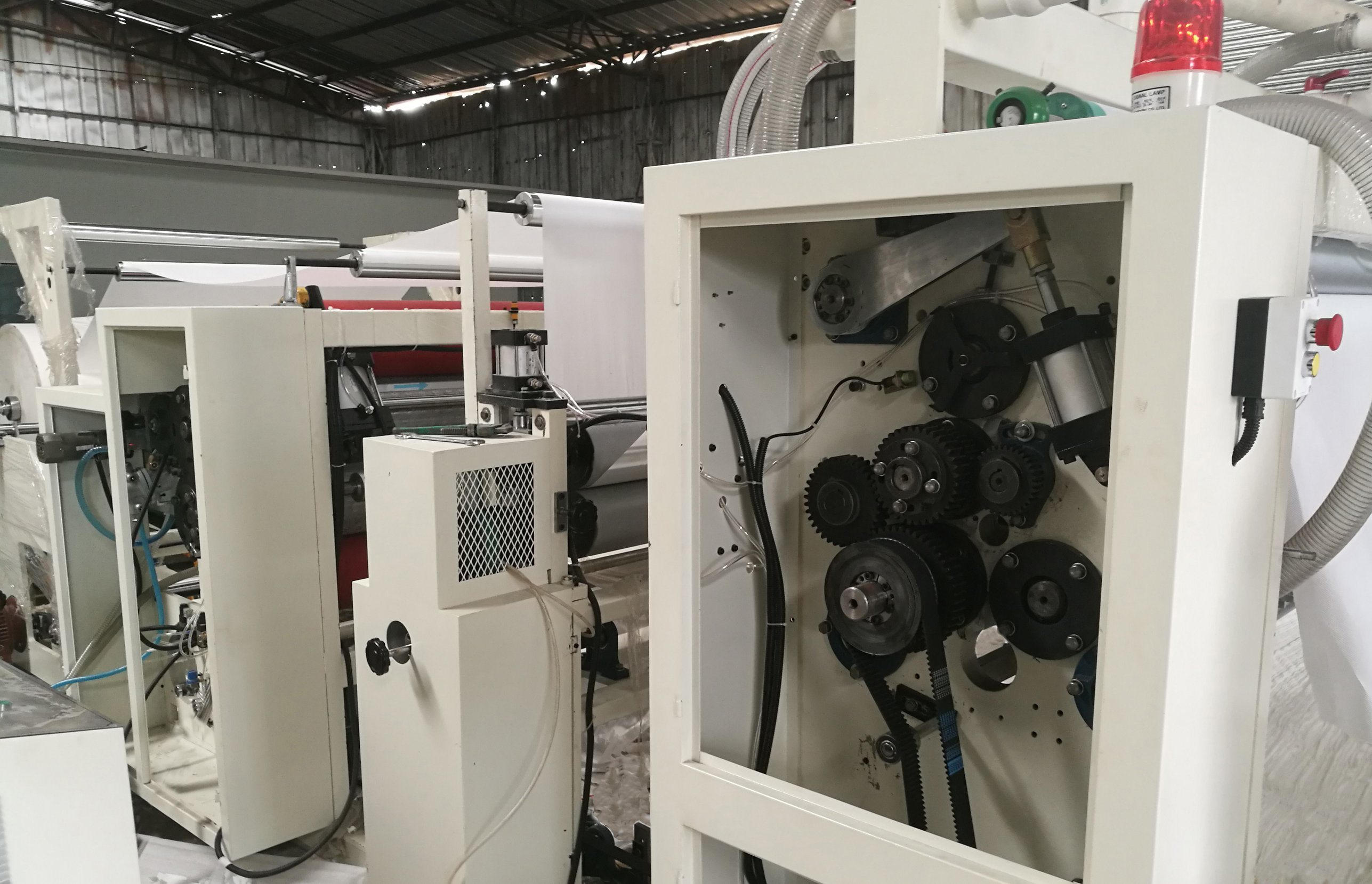 Fully Automatic Gluing and Color N Fold Hand Towel Paper Machine pictures & photos