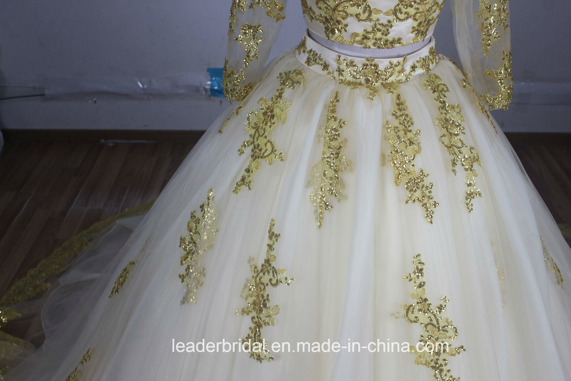 China Gold Lace Bridal Ball Gown Tulle Muslim Long Sleeves Wedding