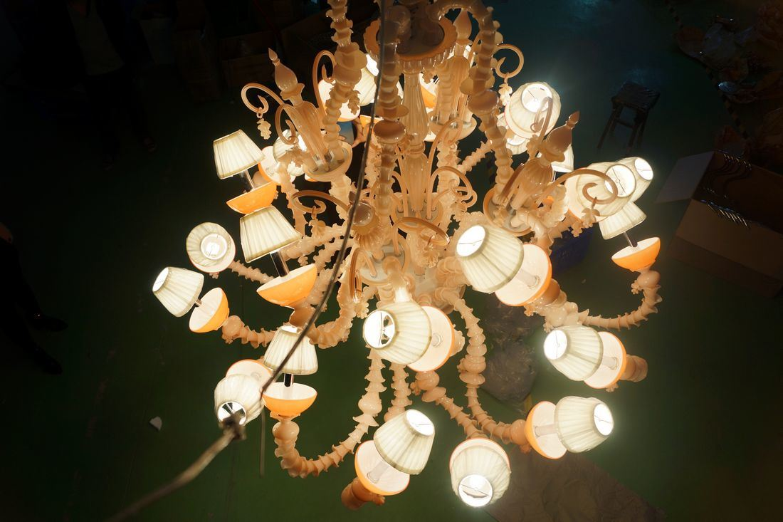 Top Quality Modern Glass Luxury Large Hotel Chandeliers (ka888) pictures & photos