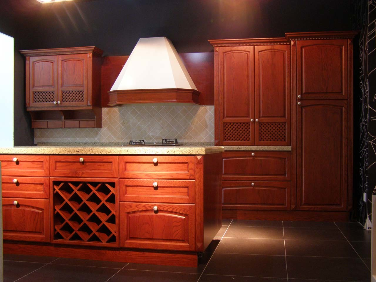 China Solid Wood Cherry Kitchen Cabinet