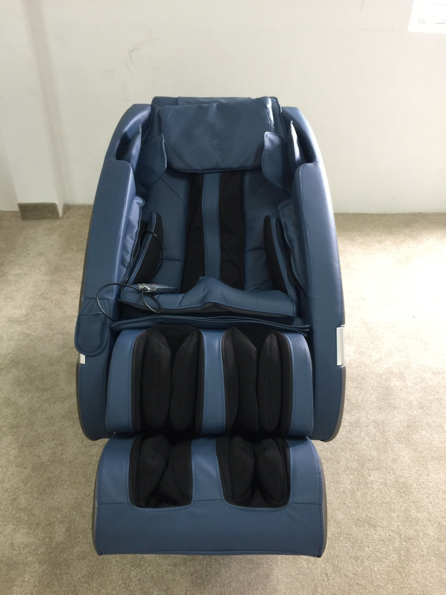 New Design SL Shape Full Body Healthcare Massage Chair pictures & photos