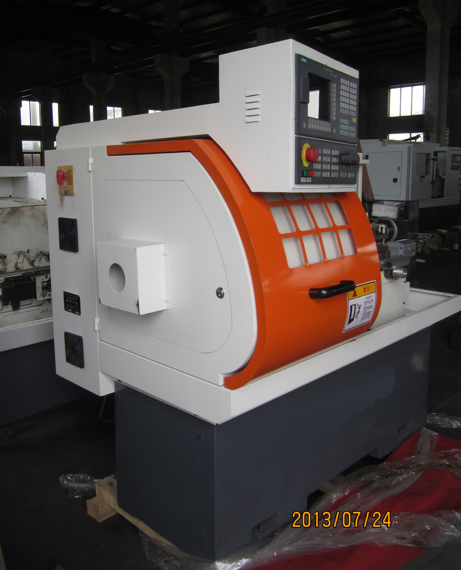 Metal Cutting Machine CNC Lathe (CK6136X450mm) pictures & photos