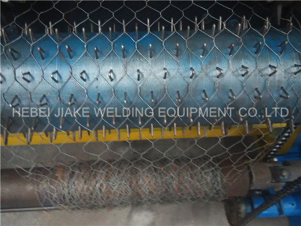 Nw Hexagonal Wire Mesh Weaving Machine pictures & photos