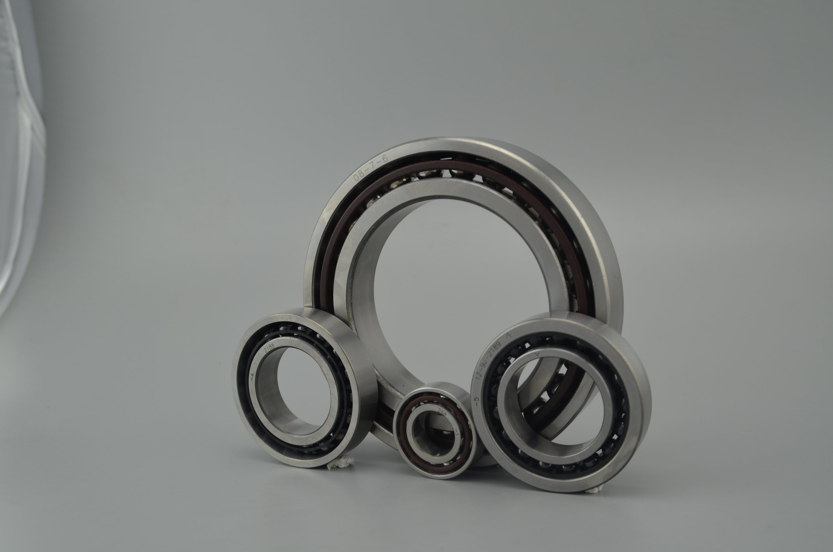 Auto Parts P0 P5 P6 P4 Angular Contact Ball Bearing 7307 for Spindle Shaft pictures & photos