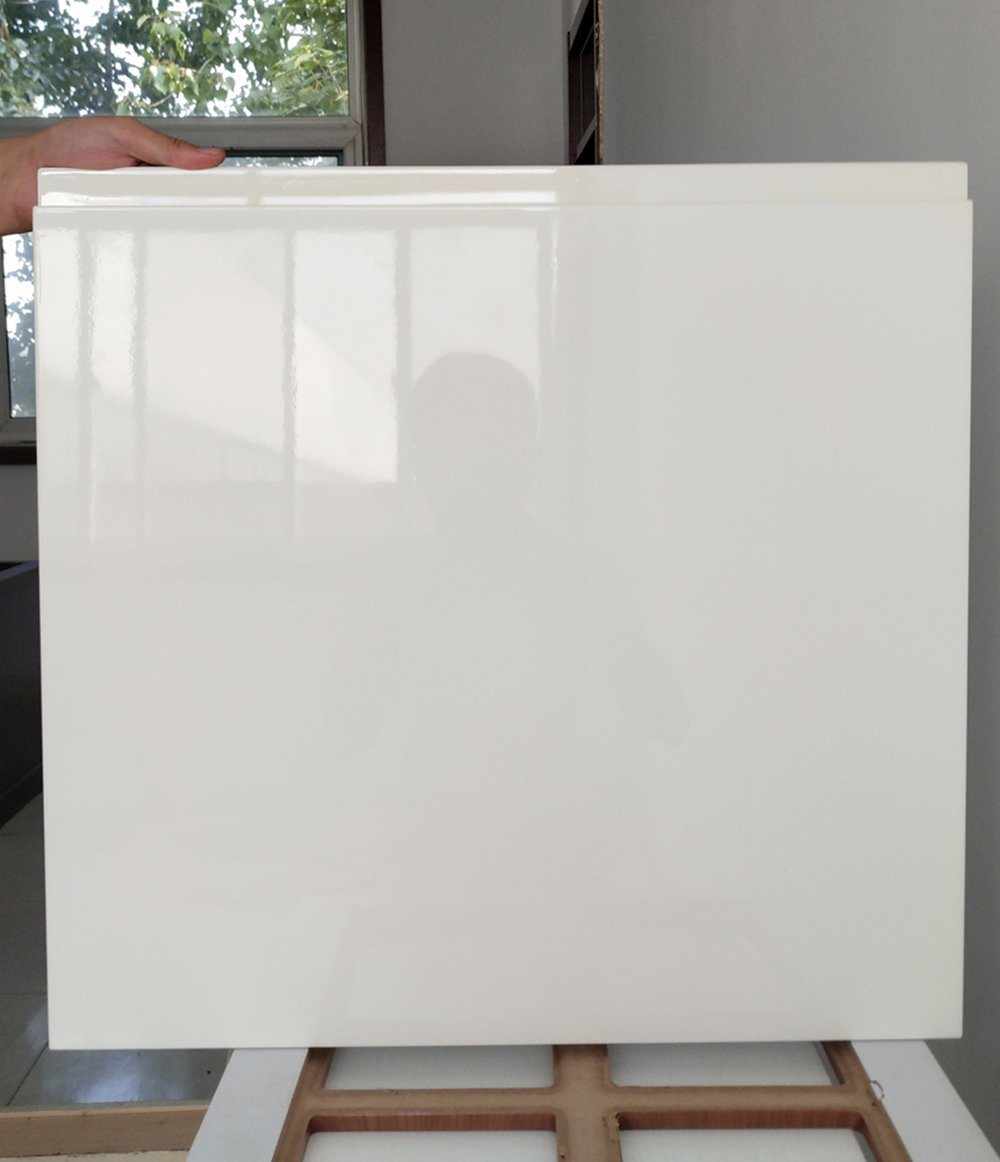 China Modern High Gloss White Paint Kitchen Cabinet Door