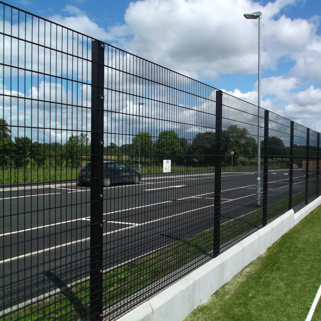 China Green PVC Coated 656 Twin Bar Wire Mesh Panel Fencing Photos ...