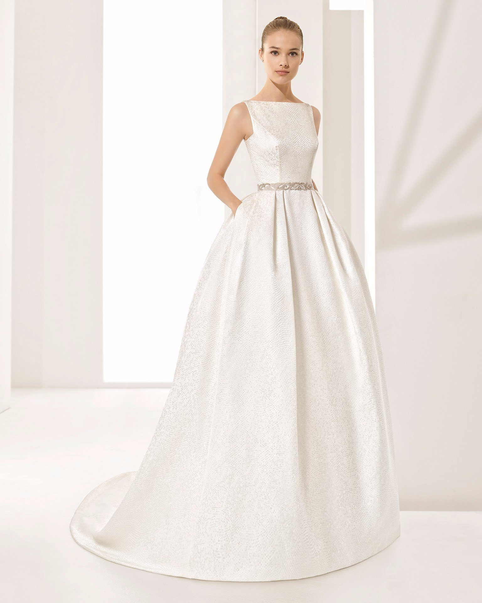 China Elegant Open Back V Neck Satin with Pocket Ball Gown Bridal ...