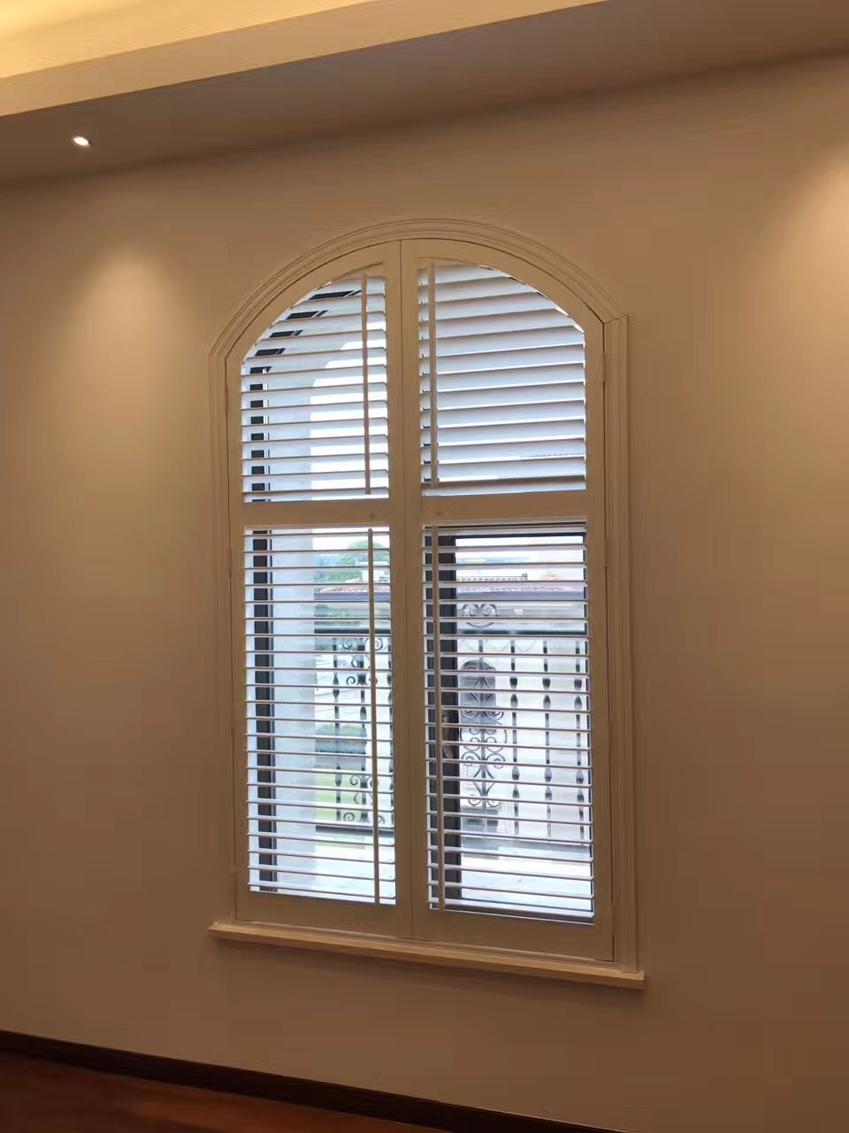 Hot Item Custom Made Arch Wood Window Plantation Shutter With Exactly Dimentions