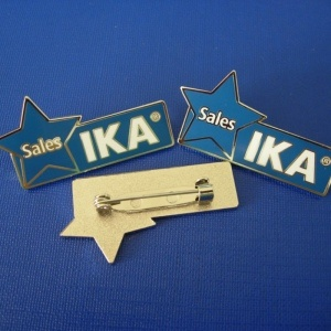 Custom Made Pin Enamel Stamped Logo Badges (GZHY-YS-018) pictures & photos