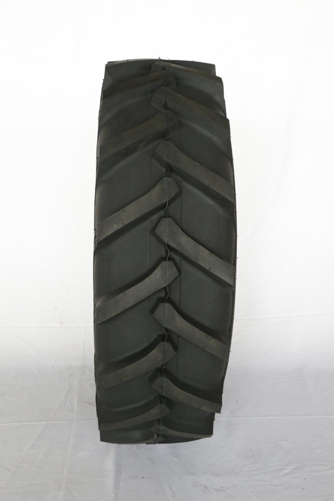 China Nylon Agricultural Tire Agr Tire Farm Tractor Tire