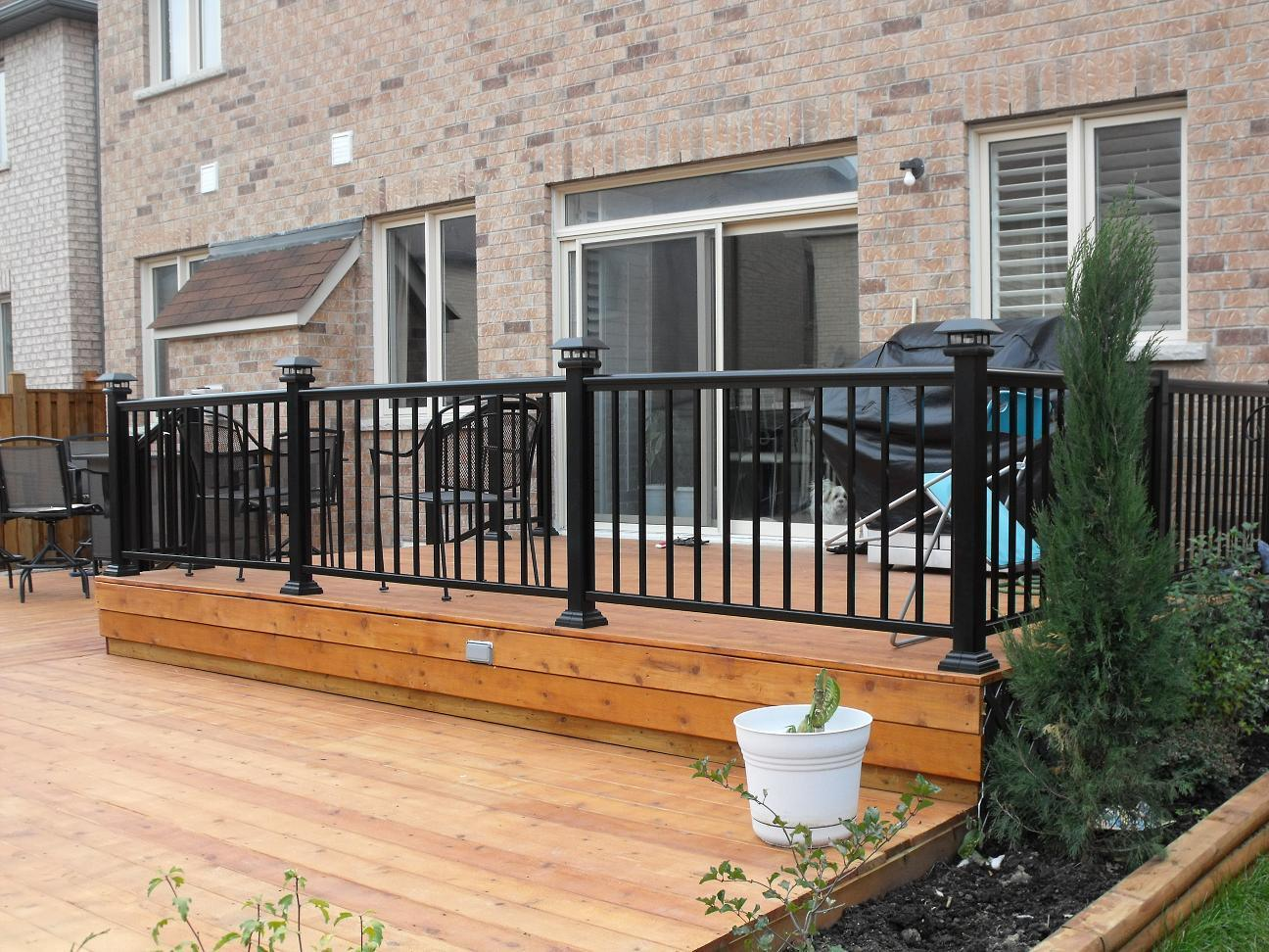 Image of: China Black Metal Deck Fencing And Railing With High Quality China Fence Railing