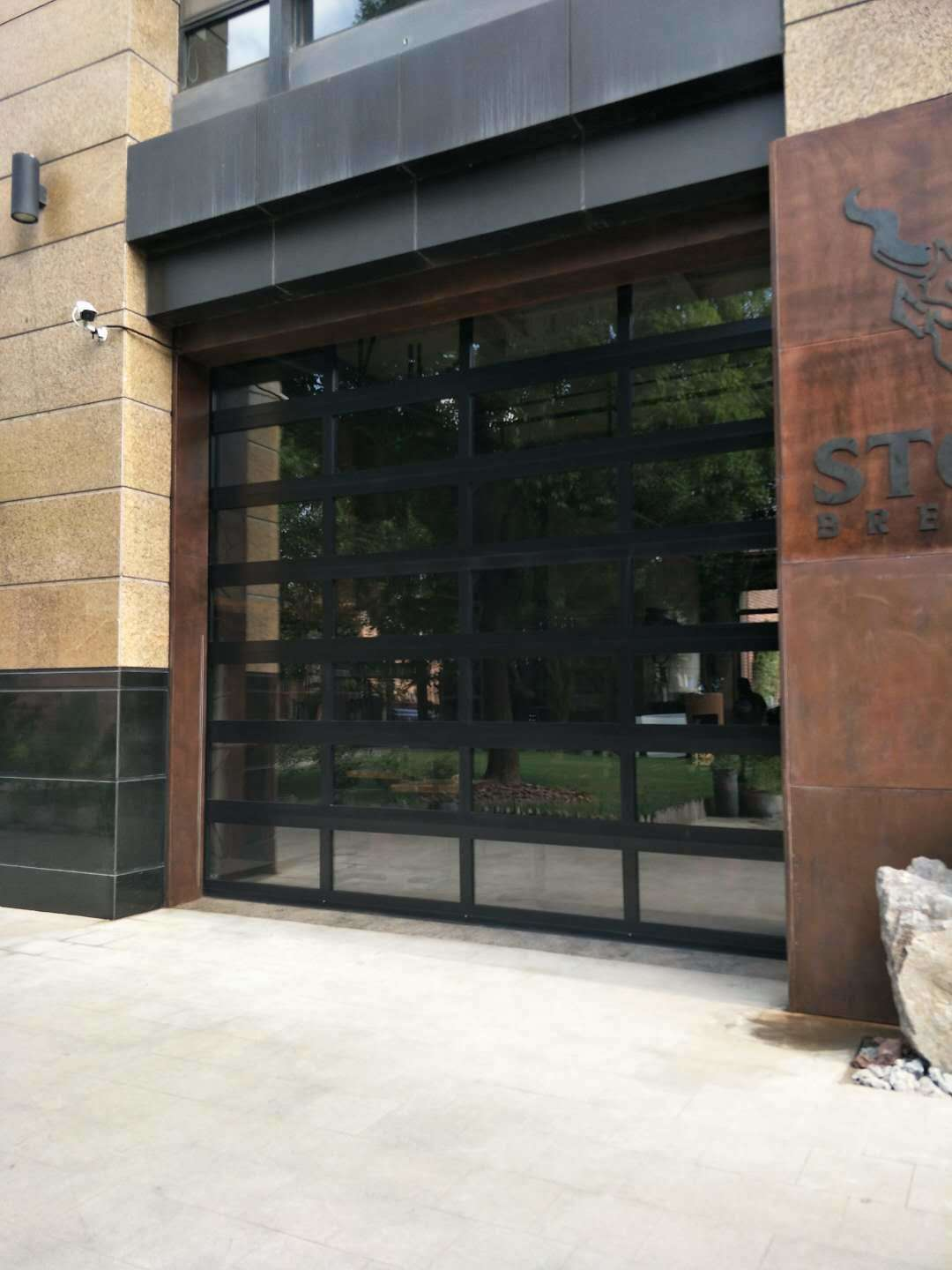 China Transparent Sectional Commercial Doortemperated Glass Garage