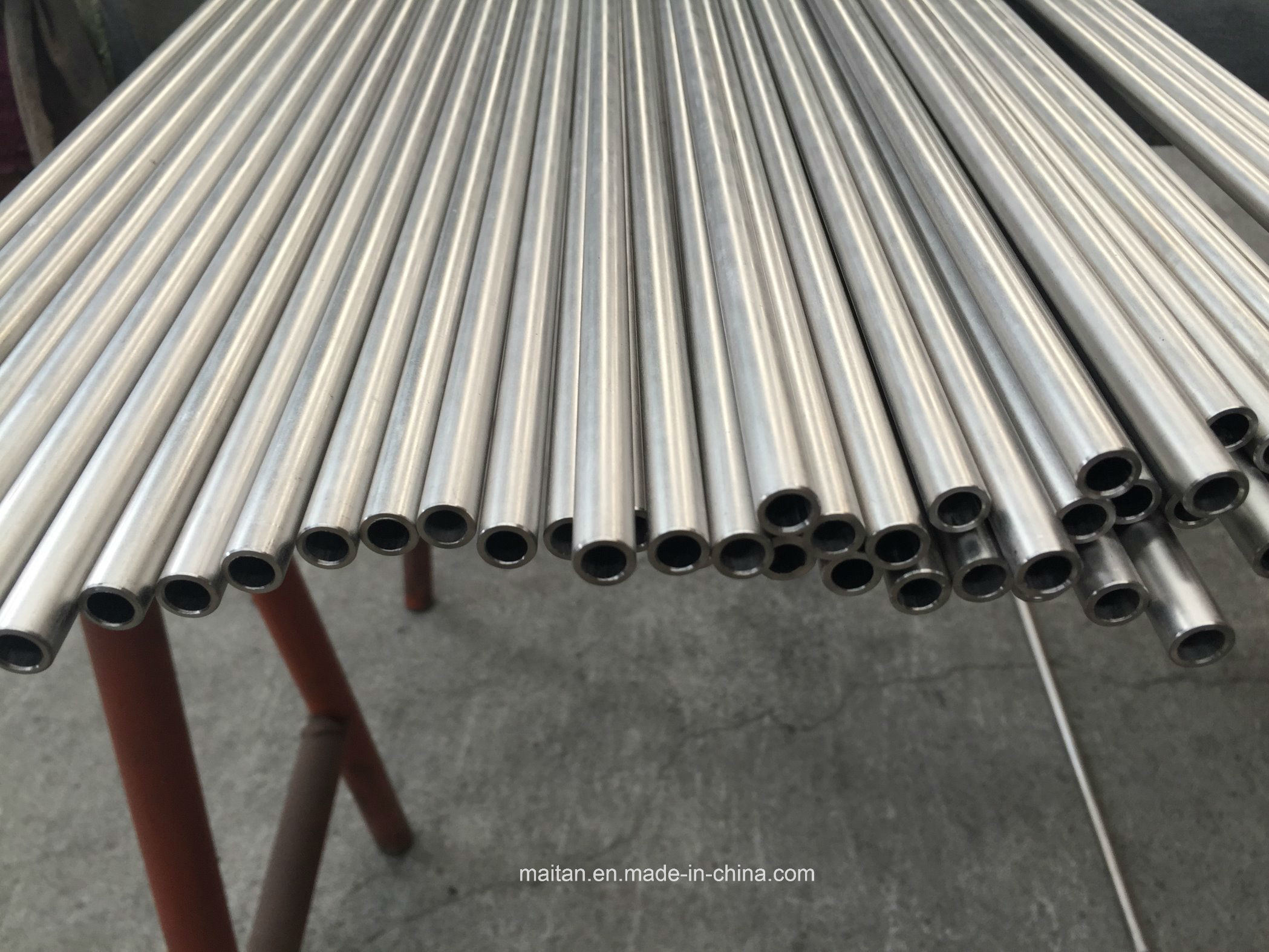 Tongji Engineering ASME Sb338 Gr 2 Od 10 X Wt 1.5mm Seamless Titanium Tube pictures & photos