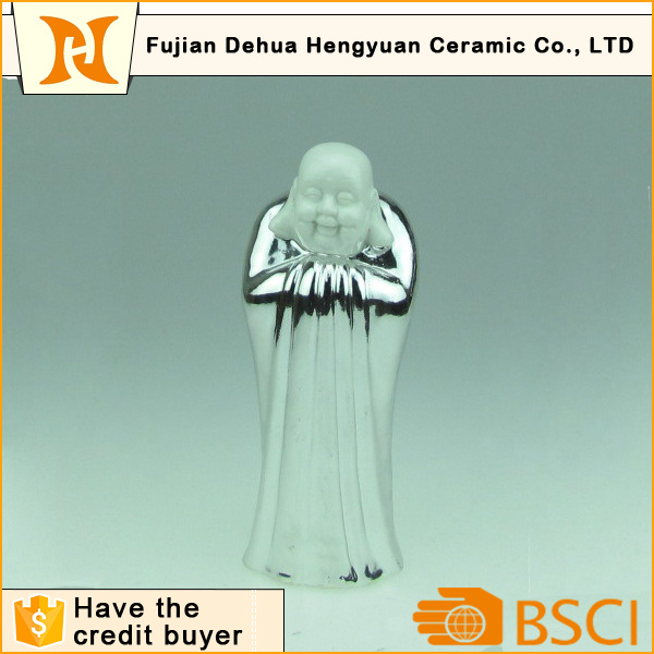Chinese Feature Bowing Ceramic Budha Statue for Religious Decoration