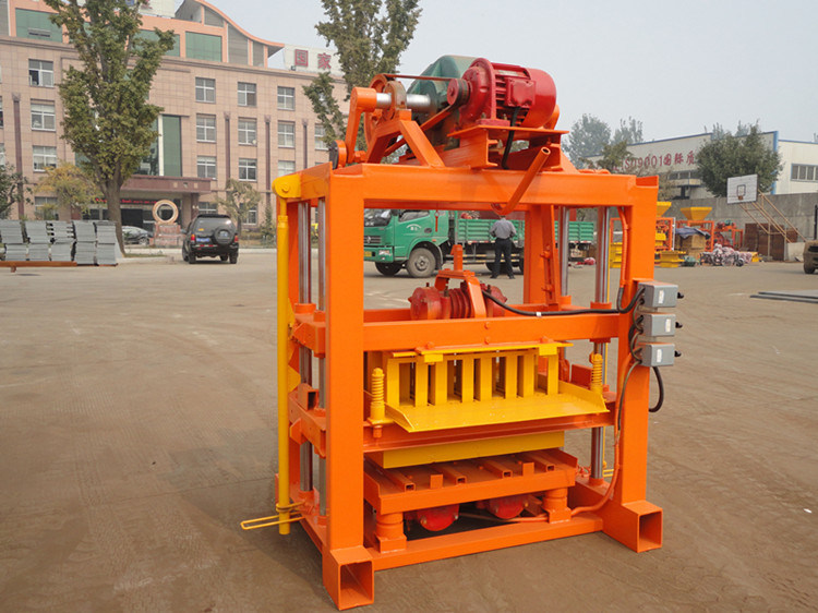 Small Concrete Brick Machine (QTJ4-40) pictures & photos