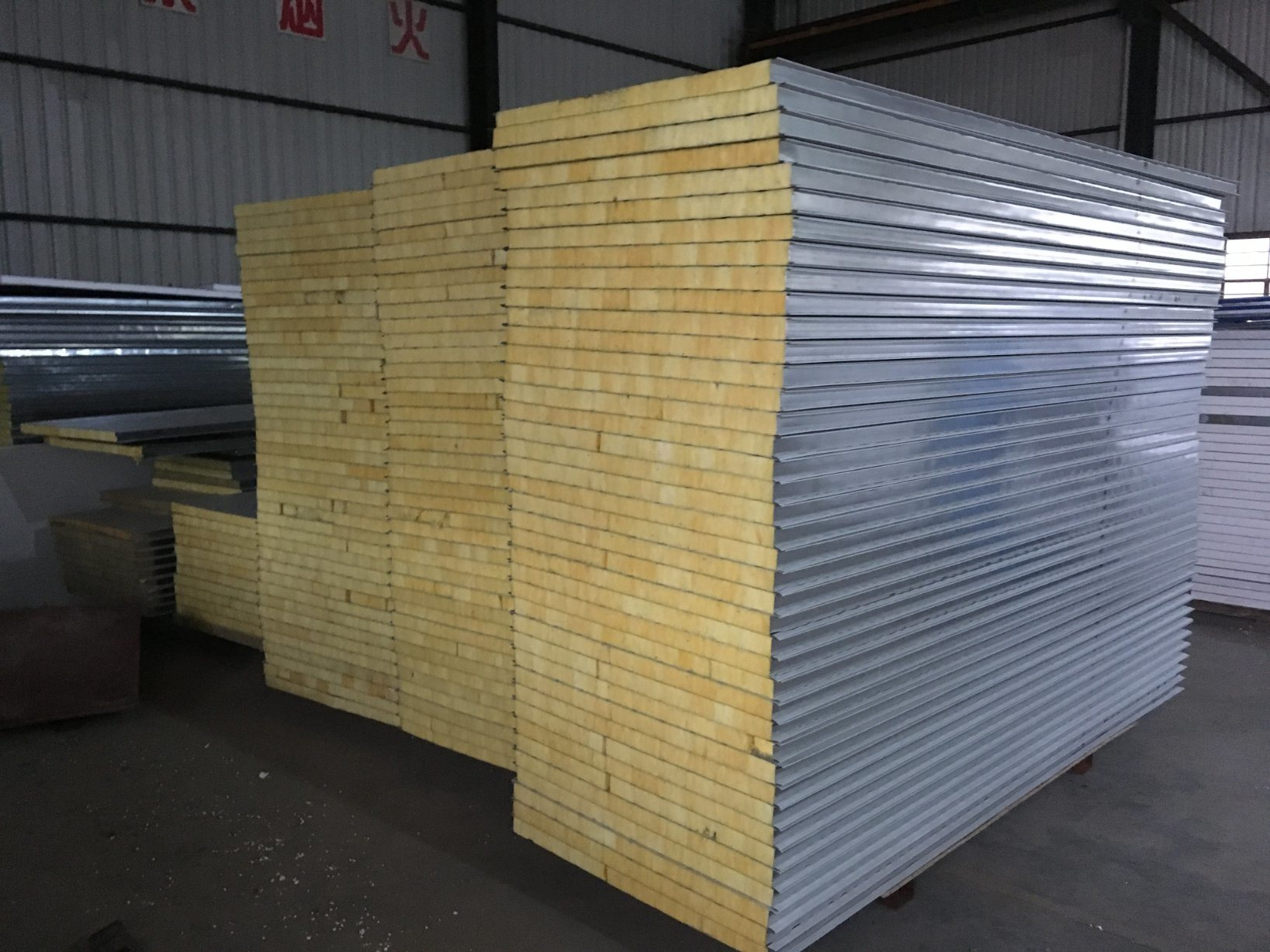 China Manufactory Prefabricated Eps Rockwool Sandwich Wall Panel Photos Pictures Made In China Com