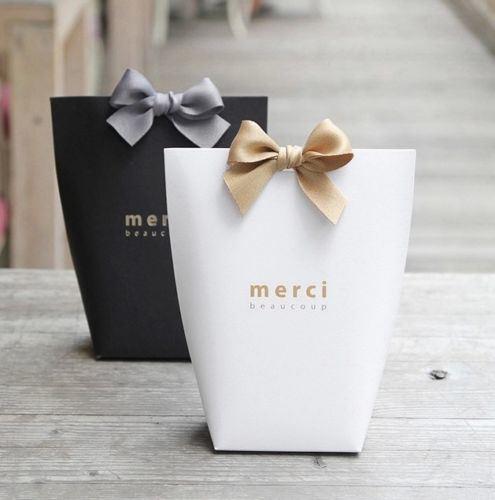 China Manufacturer Elegant Party Paper Wedding Favour Gift