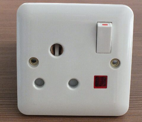 China UK Standard 15AMP Switch Socket with Light - China Wall Switch ...