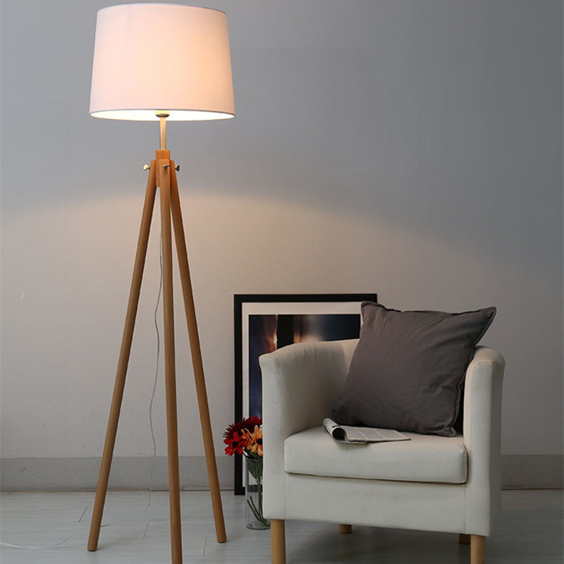 Hotel Decorative Fabric Shade Standing Floor Lamp with Wooden Legs pictures & photos
