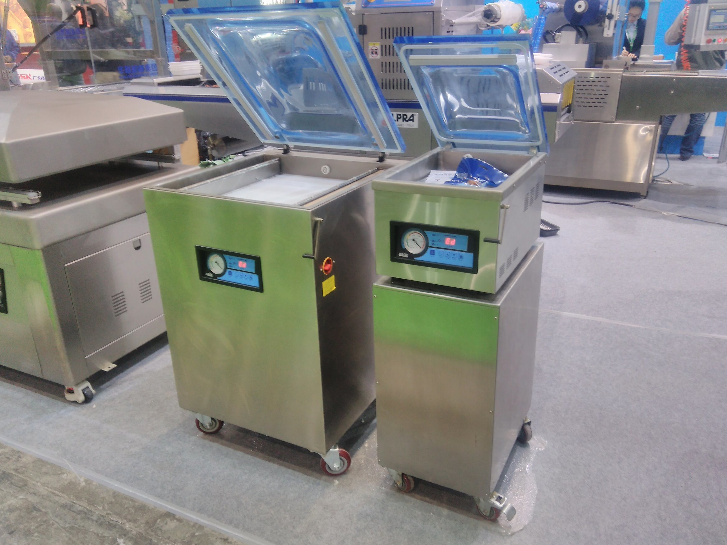 Industrial Automatic Vegetable Food Fruit Snack Vacuum Sealing Sealer with Good Price pictures & photos