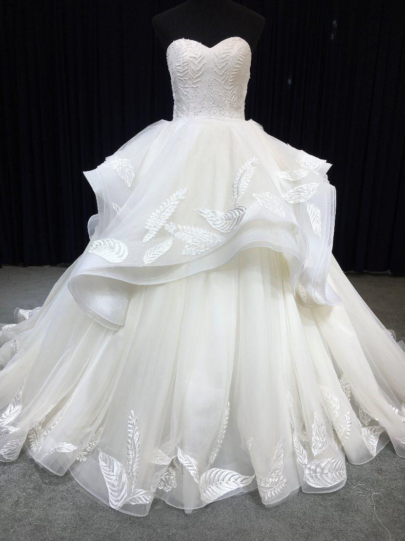 China Aoliweiya Custom Made Strapless Leaf Lace Wedding Dress