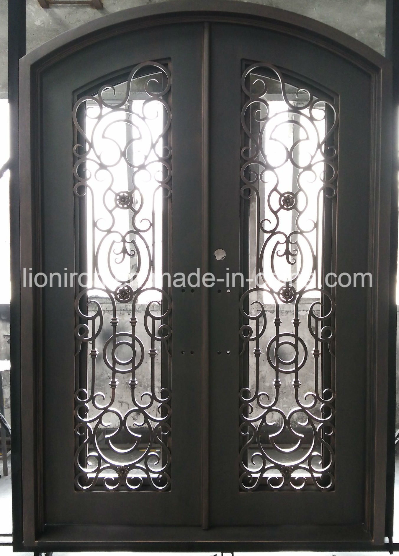 China Residential Low Price Wrought Iron Security Doors Entry Door