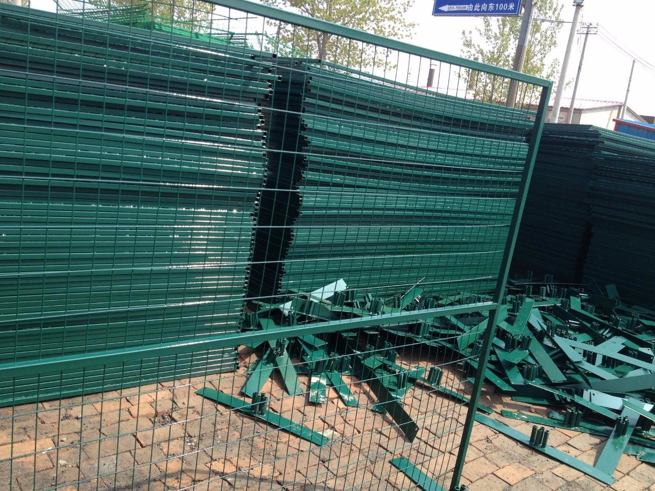 China 6FT X 9.5FT Weld Mesh Fence Panels 2\