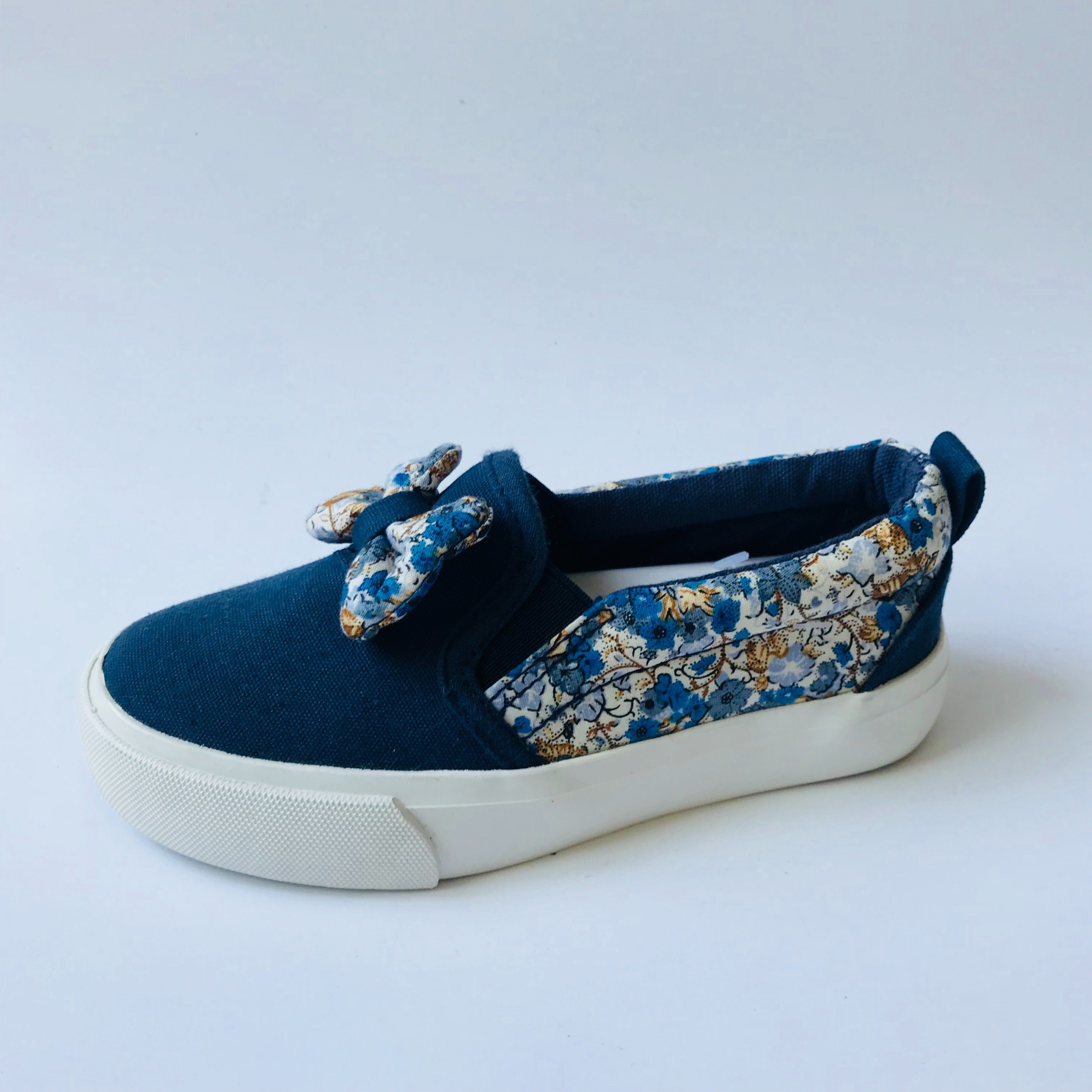 China Cheap Wholesale Kids Shoes Latest