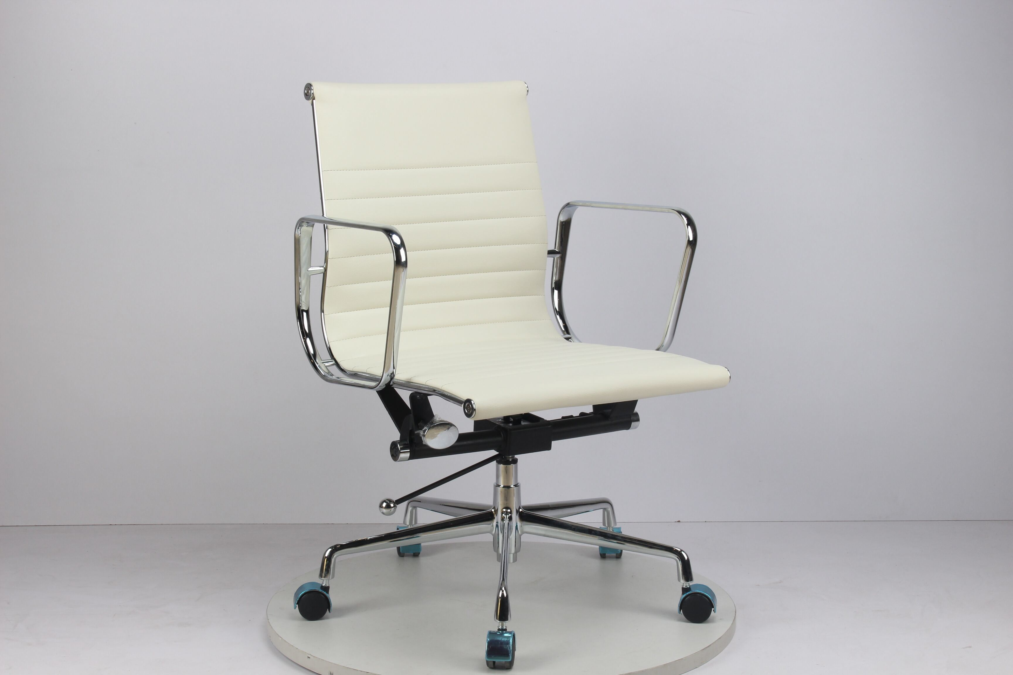 [Hot Item] Soho Ribbed Management Chair High End Designer Office Chair