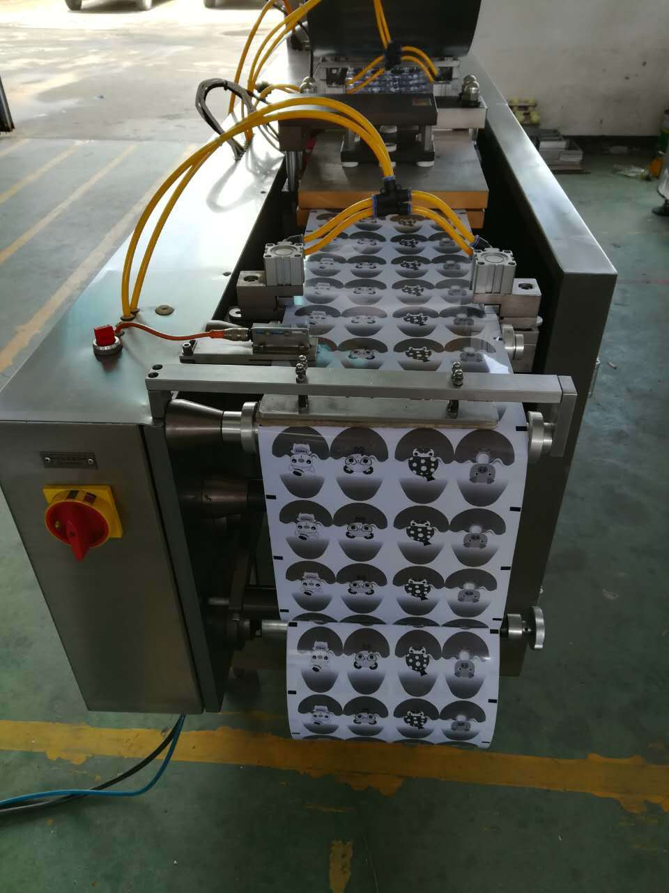Qibo-350 Model Auto PVC Forming Card Sealing Blsiter Packing Machine pictures & photos