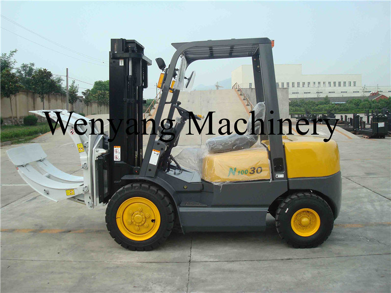 China 3ton Isuzu Diesel Forklift Truck with Paper Roll Clamps pictures & photos